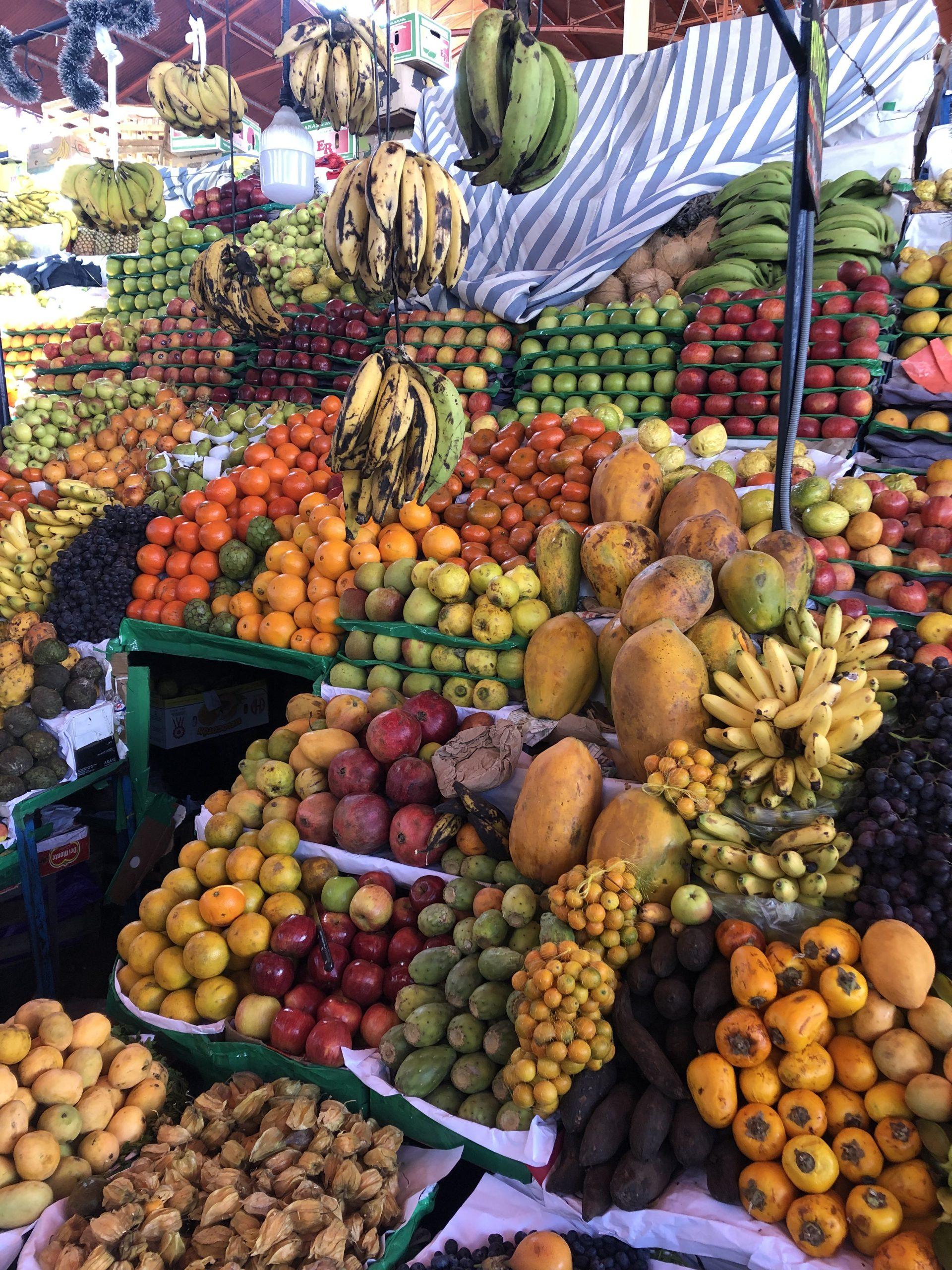 Banchetto di frutta al mercado san camilo