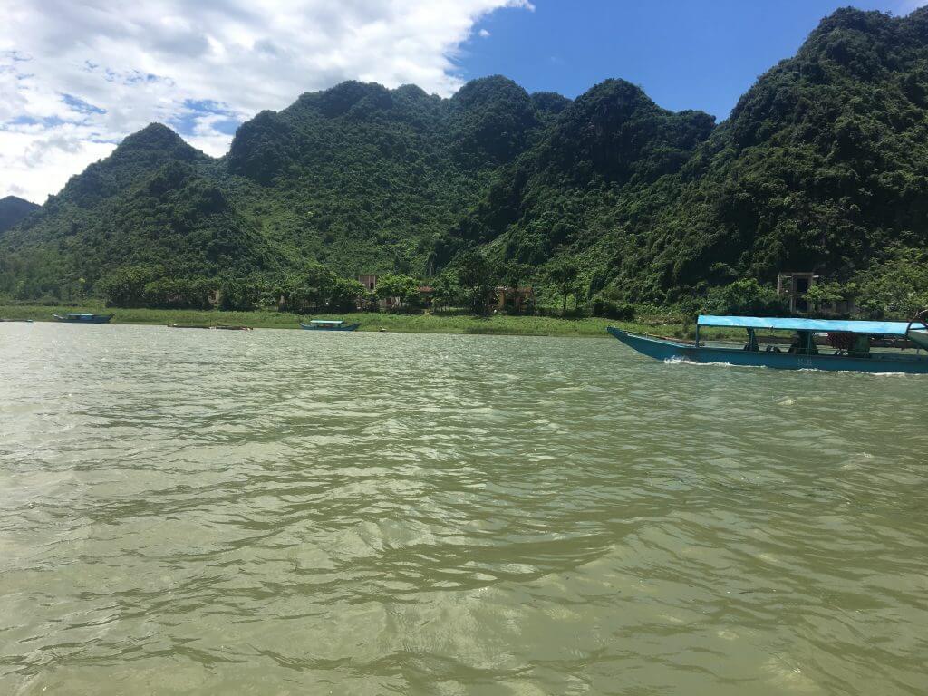 phong nha vista sul fiume